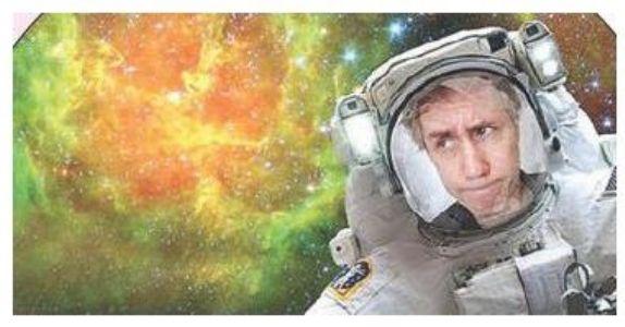 अंतरिक्षाच्या पार्श्वभूमीवर अॅपद्वारे काढा सेल्फी