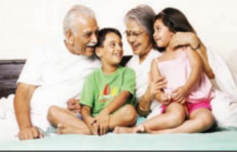नातवंडांचा सहवास मिळाल्यावर आजी-आजाेबांचे आयुष्य वाढते